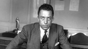 """Albert Camus (1913-1960) ecrivain ( prix Nobel de litterature en1957), journaliste redacteur en chef du journal Combat de 1944 a 1947 ici dans son bureau a """"Combat"""" en 1945    --- Albert Camus (1913-1960) french writer here in 1945 in in office at paper """"Combat"""""""