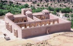 La mosquée du premier sultan Almohade Abd al-Mu'min Ibn 'Ali (524–58 1130–63) Elle fut construite en 1153 par Abd el-Moumen en hommage au mahdi Ibn Toumert a Timnel haut atlas au Maroc