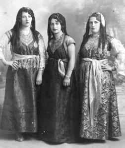 Costumes de fêtes de femmes juives de Oran.