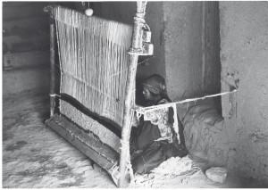 tisseuse et métier à tisser