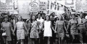 838_4._manifestation_des_cent_mille_le_26_juin_1968_a_rio